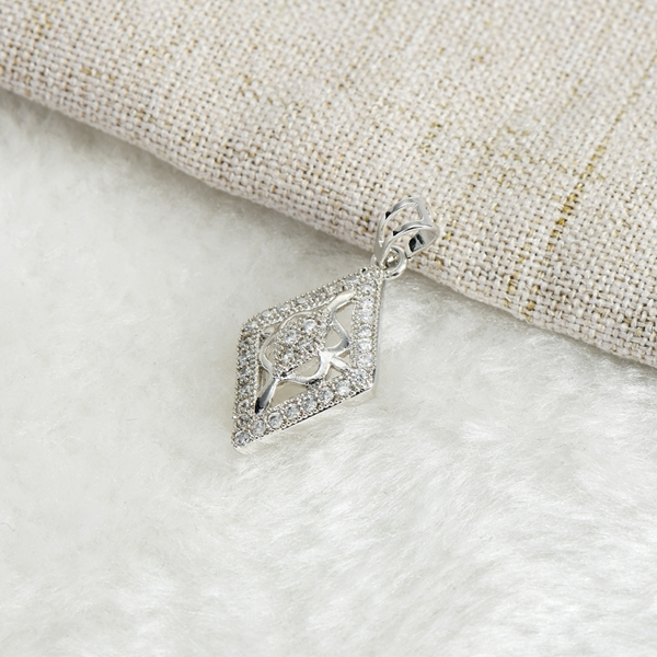 Picture of Wholesale Platinum Plated Casual Pendant Necklace with No-Risk Return