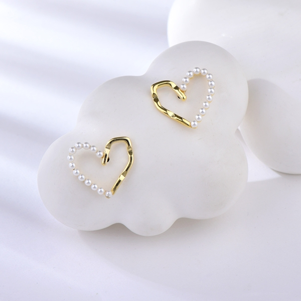 Picture of Low Price Copper or Brass White Stud Earrings from Trust-worthy Supplier